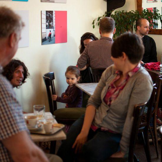 Család a kávéházban